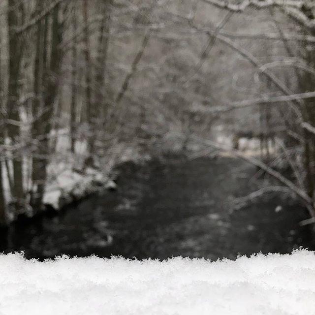#bokeh #iphonephoto #iphone8plus  #iphonephotography #sweden #seesweden #visitsmåland #smålandsturism #igsweden #kyrkekvarn #snow #snö #schnee #seasonalpic #nofilter #december #water #river #flod #Tidan #discoversweden